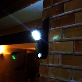 Refletor LED Compacto Energia Solar com Sensor de Movimento Luz Branca Ecoforce